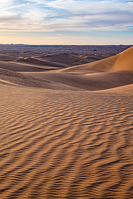 Sunset in the giant sand dunes of the Sahara Desert, Timimoun, western Algeria, North Africa - p871m2101244 by Michael Runkel