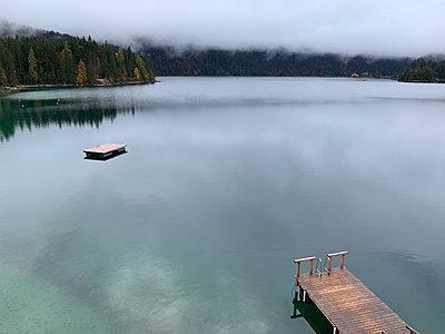 Autumnal swimming lake - p454m2280162 by Lubitz + Dorner