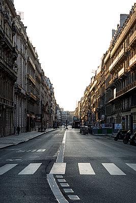 Deserted street, Old Town, Paris, France, shutdown due to Covid-19 - p1329m2177976 by T. Béhuret