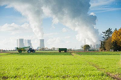 Working farmer - p1354m2285001 by Kaiser