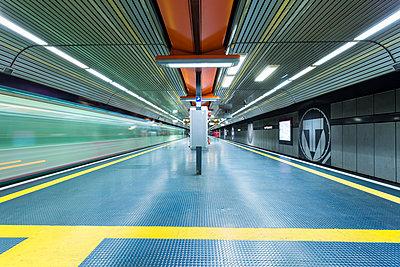 Germany, Bonn, underground station at main station - p300m1129118 von A. Tamboly