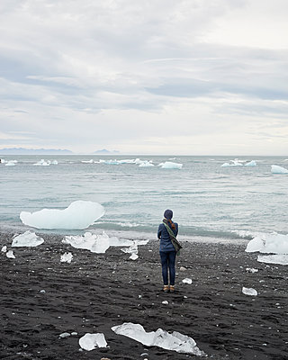 Glacier lagoon - p1124m1060324 by Willing-Holtz