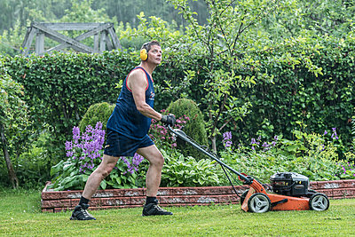 Mowing the lawn - p1241m1481469 by Topi Ylä-Mononen