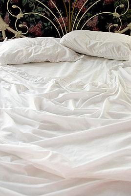 Ungemachtes Bett - p5690157 von Jeff Spielman