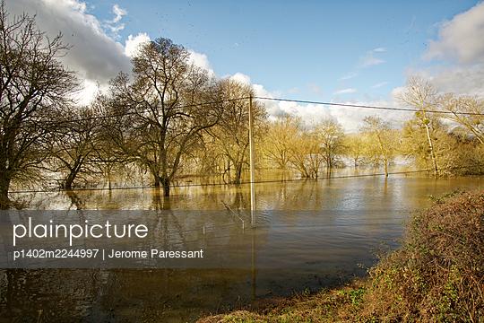 France, Flood - p1402m2244997 by Jerome Paressant