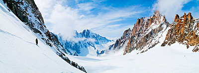 Panoramic shot of ski touring against cloudy sky - p1025m780311f by Björn Andrén