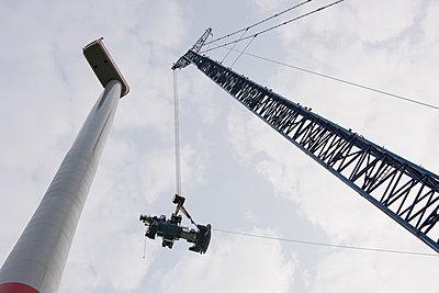 Aufbau eines Windparks - p1079m2157745 von Ulrich Mertens
