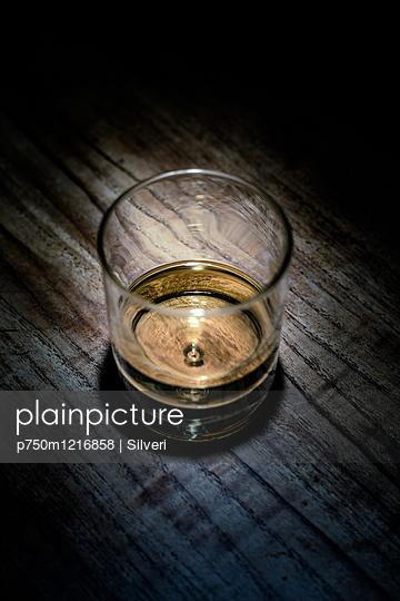 Whiskey - p750m1216858 von Silveri