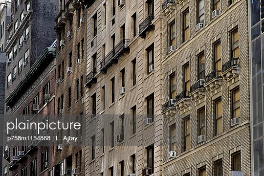 Hausfassaden in New York - p758m1154868 von L. Ajtay