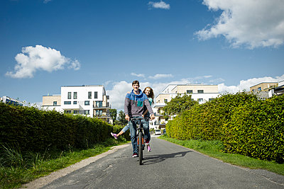 Cycle - p1156m1071160 by miep
