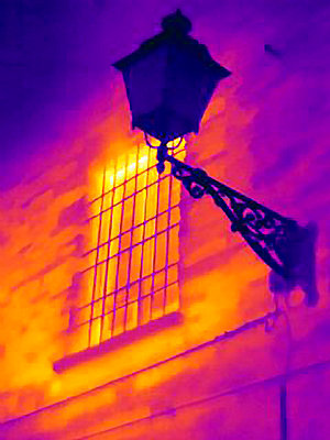 Thermal image of street lamp - p429m756444 by Joseph Giacomin