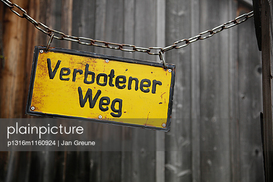 Schild Verbotener Weg - p1316m1160924 von Jan Greune