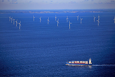 Wind farm Rødsand - p1016m987706 by Jochen Knobloch