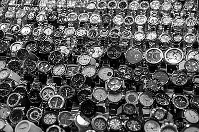 Watches in black and white - p1065m885857 by KNSY Bande