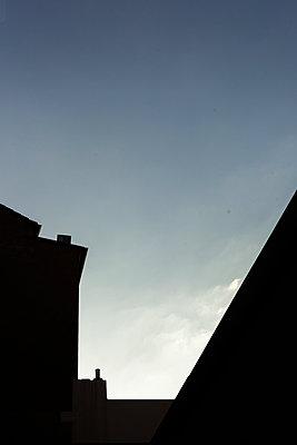 Haus vor Himmel - p1611m2184066 von Bernd Lucka