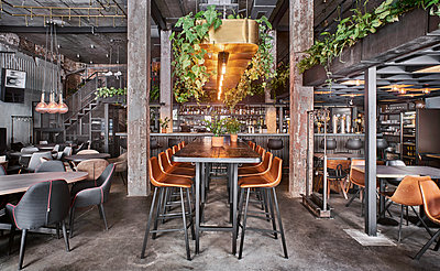 Restaurant with loft charakter - p390m1510861 by Frank Herfort