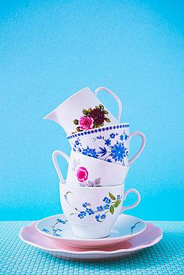 Gestapelte Kaffeetassen - p1149m2027189 von Yvonne Röder