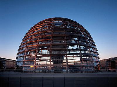 Bundestagsgebäude - p416m991063 von Dominik Reipka