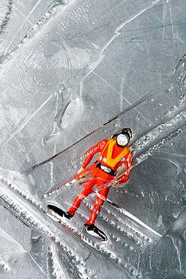 Miniatur im Eisblock - p451m1059522 von Anja Weber-Decker