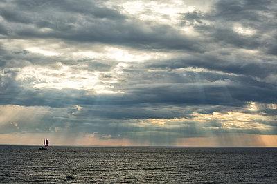 Das Meer und das Boot - p858m1044509 von Lucja Romanowska