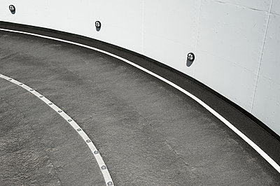 Germany, North Rhine-Westphalia, Duesseldorf, part of a ramp - p300m2213871 by visual2020vision