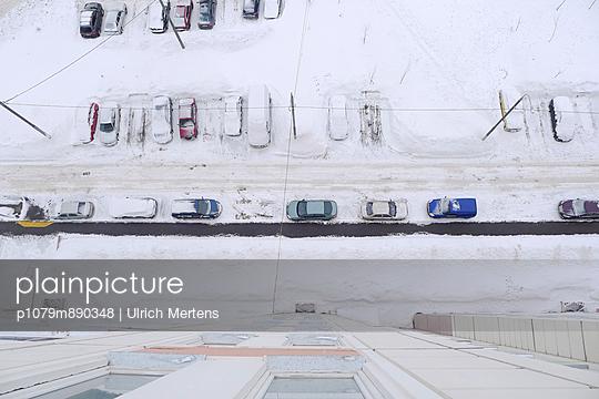 Parken im Winter - p1079m890348 von Ulrich Mertens