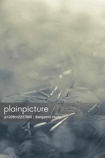 Fozen water - p1228m2237660 by Benjamin Harte