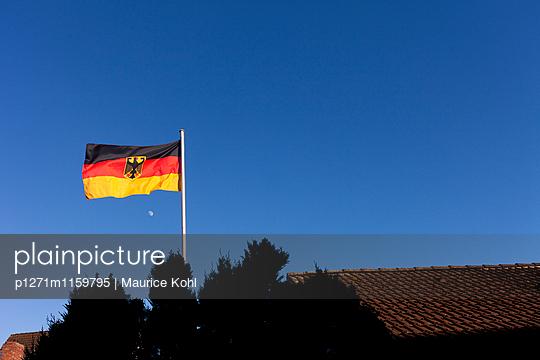 Deute Fahne - p1271m1159795 von Maurice Kohl