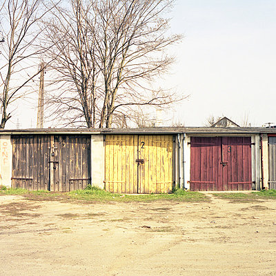 Drei alte Garagen in Slubice, Polen - p1026m834348 by Alexandra Dost