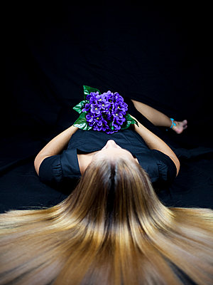Woman with bunch of flowers - p1105m2115305 by Virginie Plauchut