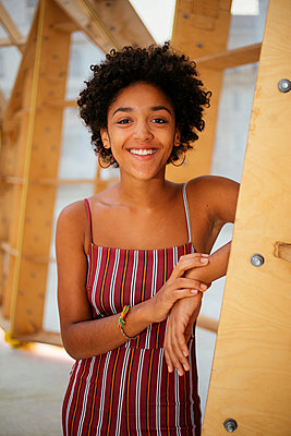 Female teenager in summer dress - p728m2038842 by Peter Nitsch