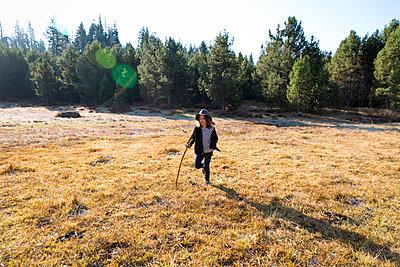 Girl at Yosemite National Park - p756m1496094 by Bénédicte Lassalle