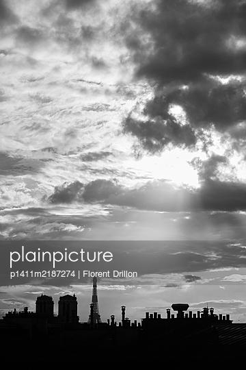 France, Paris in the evening - p1411m2187274 by Florent Drillon