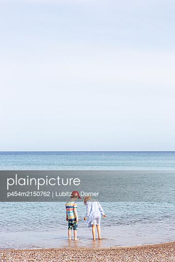 Peaceful sea - p454m2150762 by Lubitz + Dorner