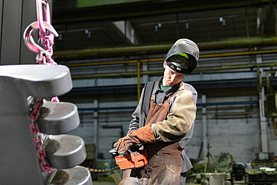 Worker in a foundry - p300m940969f by lyzs