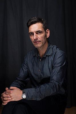 Portrait of businessman - p341m1586081 by Mikesch