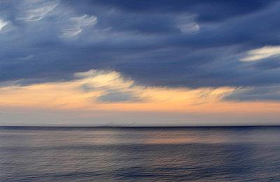 Sonnenuntergang - p949m658223 von Frauke Schumann