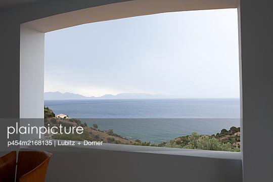 Framed view - p454m2168135 by Lubitz + Dorner