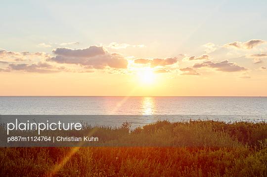 Sonnenuntergang - p887m1124764 von Christian Kuhn