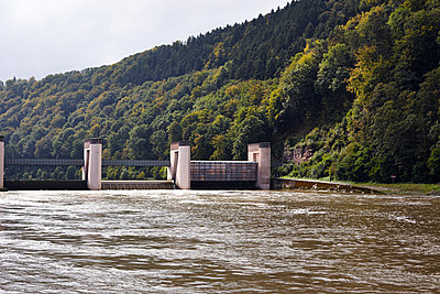 Schleuse Neckarsteinach - p117m938262 von Katja Nitsche