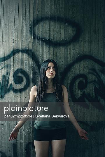Girl in front of a concrete wall - p1432m2258594 by Svetlana Bekyarova