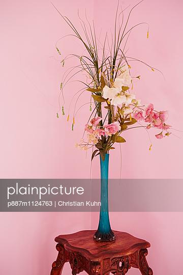 Blumenvase - p887m1124763 von Christian Kuhn