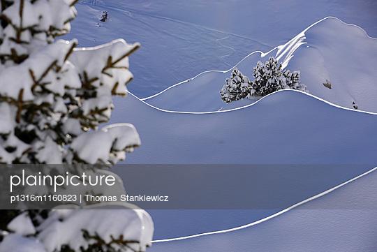 im Skigebiet von Lech am Arlberg, Gipslöcher, Winter in Vorarlberg, Österreich - p1316m1160823 von Thomas Stankiewicz