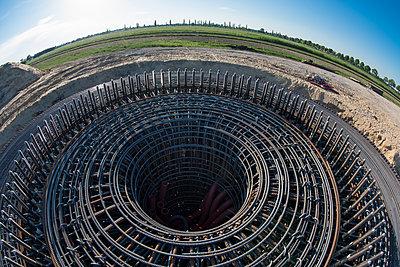 Bewehrung für Fundamente für Windkraftanlagen - p1079m1584220 von Ulrich Mertens
