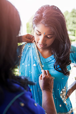 Indian mother and daughter in traditional clothing - p555m1479559 by Take A Pix Media