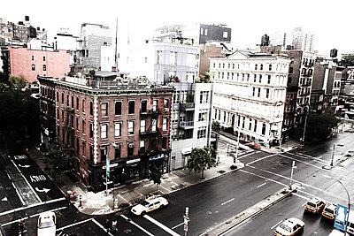 Urban Street Scene, High Angle View, New York City, USA - p694m663652 by Maria K