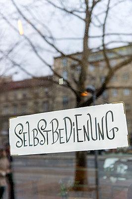 Selbstbedienung - p949m1200273 von Frauke Schumann