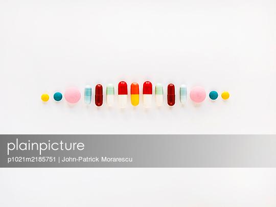 Viele bunte Pillen - p1021m2185751 von MORA