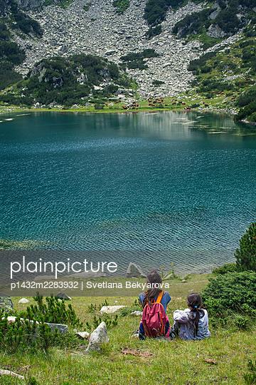 Bulgaria, Two girls at a mountain lake - p1432m2283932 by Svetlana Bekyarova