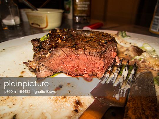 Steak - p930m1154493 von Phillip Gätz
